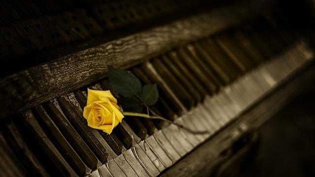 Voyons les différents types de piano.